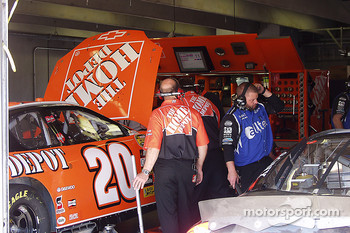Stewarts crew works on last minute changes