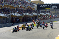 Start: Marco Melandri leads the field
