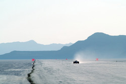 The BAR Honda 007 Bonneville 400 record car heads down the marked-out mile-long run