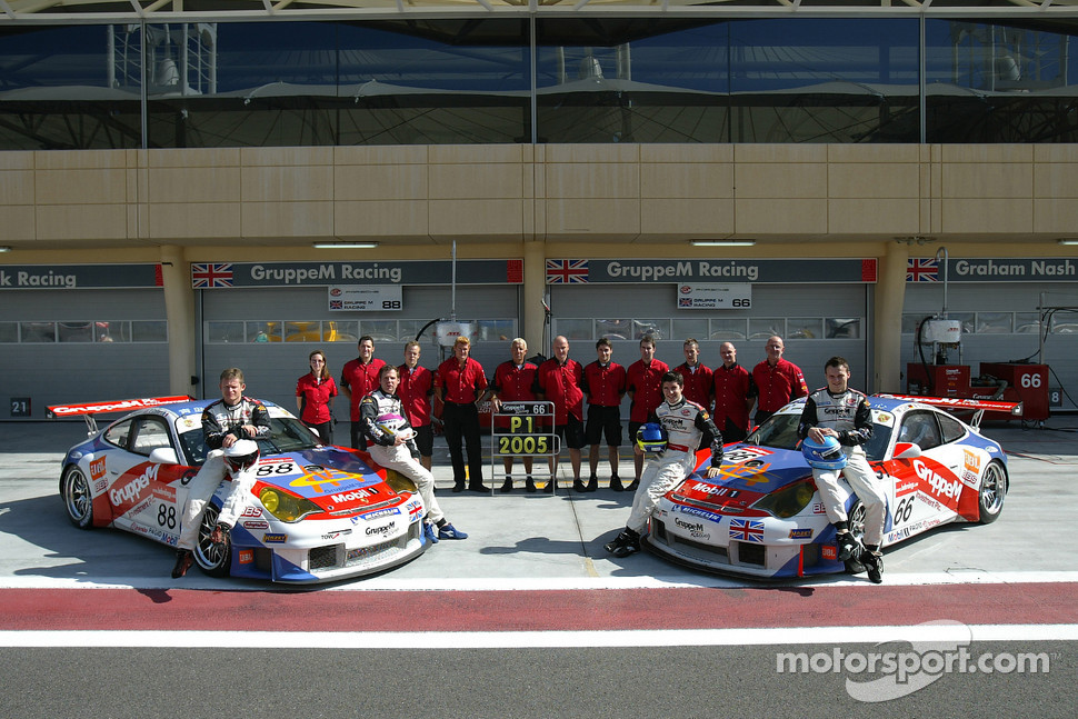 Gruppe M Racing photoshoot: Emmanuel Collard, Tim Sugden, Marc Lieb and Mike Rockenfeller pose with Gruppe M Racing team members