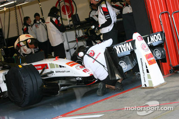 BAR Honda tests different front wings