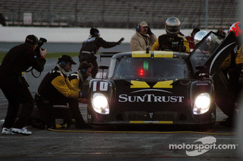 Pitstop for #10 SunTrust Racing Pontiac Riley: Wayne Taylor, Max Angelelli, Emmanuel Collard