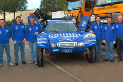 Team Gauloises Schlesser: Jean-Louis Schlesser, François Borsotto, Josep-Maria Servia, William Alcaraz, Thierry Magnaldi and Arnaud Debron pose with the Schlesser-Ford Buggy