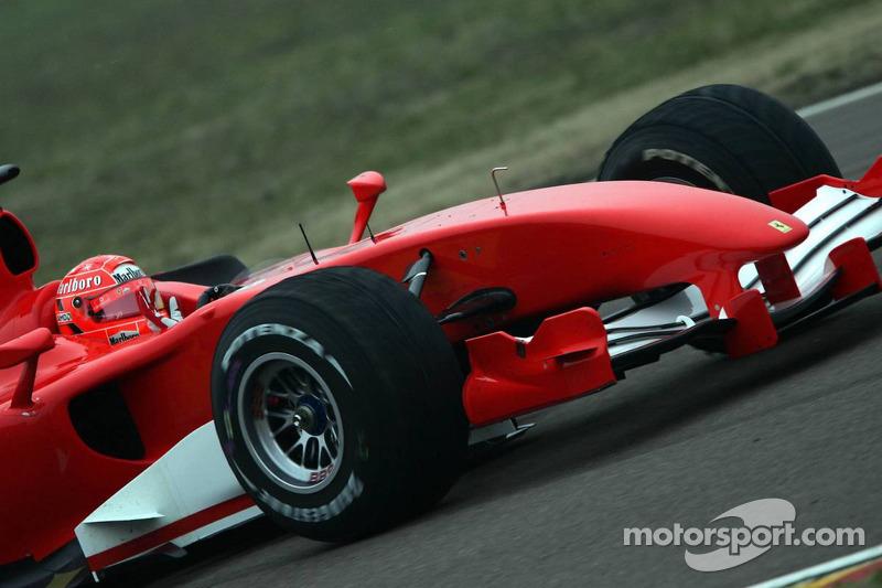 Michael Schumacher testet den neuen Ferrari für die Formel-1-Saison 2006