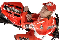 Sete Gibernau with the new Ducati Desmosedici GP6