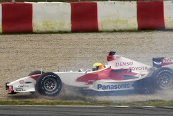 Ralf Schumacher spins in the gravel