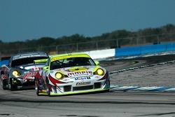 #31 Petersen/White Lightning Porsche 911 GT3 RSR: Jorg Bergmeister, Tim Bergmeister, Nic Jonsson