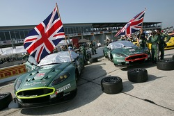 The two Aston Martin DB9 cars on the starting grid