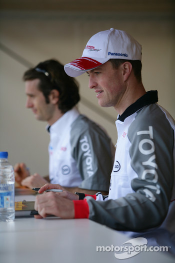 Autograph session for Ralf Schumacher and Jarno Trulli