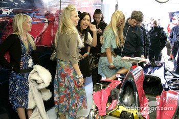 Formula Unas girls visit Red Bull Racing pitbox