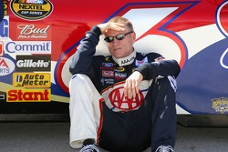 Mark Martin tries to beat the Texas heat