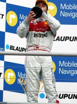 Podium: champagne for Heinz-Harald Frentzen