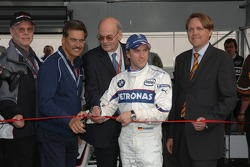 Visit of BMW Sauber F1 team Pitlane Park: Dr Mario Theissen and Nick Heidfeld at the opening ceremony