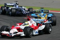 Ralf Schumacher leads Giancarlo Fisichella and Nico Rosberg