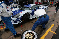 #9 Zakspeed Racing Saleen S7 R: Sascha Bert, Jaroslav Janis in the pits