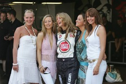 Girls in the pitlane