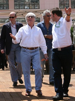 Bernie Ecclestone and team principal Flavio Briatore visiting the Energy Station