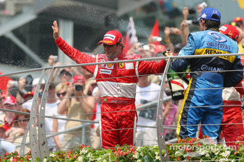 Podium: champagne for Felipe Massa and Giancarlo Fisichella