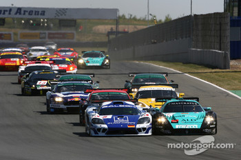 Start: #9 Zakspeed Racing Saleen S7 R: Sascha Bert, Jarek Janis, #1 Vitaphone Racing Team Maserati MC 12 GT1: Michael Bartels, Andrea Bertolini battle for the lead