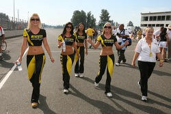 Pirelli girls make their entrance on the starting grid
