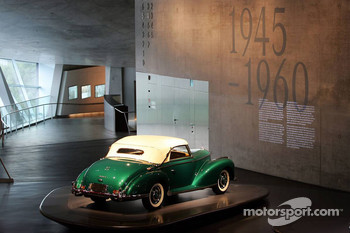 DaimlerChrysler Mercedes media warmup event: an historical car in the Mercedes-Benz museum in Stuttgart