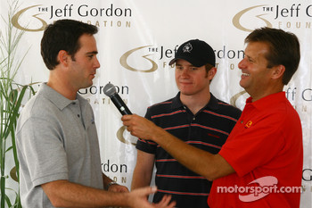 Jimmie Johnson and Brian Vickers, center, talk with Dave Calabro