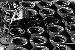 DLP Chevy crew member prepares wheels