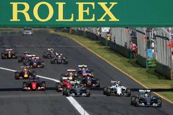 Start: Lewis Hamilton, Mercedes AMG F1 Team leads