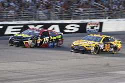 Clint Bowyer, Michael Waltrip Racing Toyota and David Gilliland, Front Row Motorsports Ford