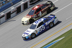 Kevin Harvick, Stewart-Haas Racing Chevrolet and Brett Moffitt, Michael Waltrip Racing Toyota