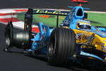 Tyre damage on the Renault of Fernando Alonso