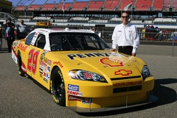 Richard Childress Racing Shell sponsorship press conference: Kevin Harvick poses with the Shell/Pennzoil 2007 Chevrolet Monte Carlo SS
