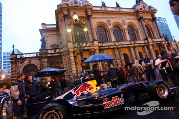 Red Bull Racing demo run in Sao Paulo: Michael Ammermuller in front of the Theatro Municipal