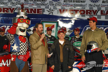 Eddie Gossage presents Mark Martin with the Busch Pole Award