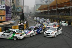 Start: Augusto Farfus leads, Dirk Muller spins