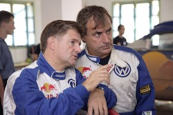 Volkswagen Motorsport test in Morocco: Michel Périn and Carlos Sainz
