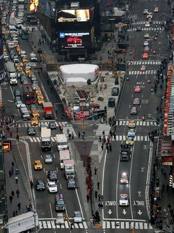 The top 10 drivers in the NASCAR NEXTEL Cup Series hit the streets of New York for Victory Lap on Wednesday, driving down 7th Avenue to Times Square