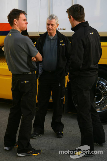 Alan Permaine, Renault F1 Team, Engineer and Pat Symonds, Renault F1 Team, Chief of development