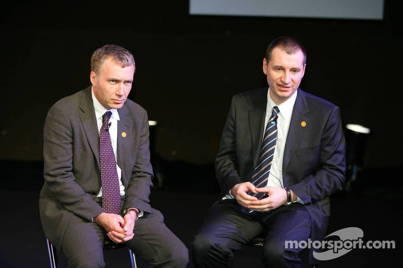 Rob White, Depute MD Engine Development Renault F1 Team and Bob Bell, Technical Director Chassis Renault F1 Team