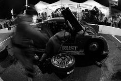 Pitstop for #10 SunTrust Racing Pontiac Riley: Wayne Taylor, Max Angelelli, Jeff Gordon, Jan Magnussen