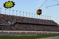 David Gilliland and David Ragan lead the field to the green flag