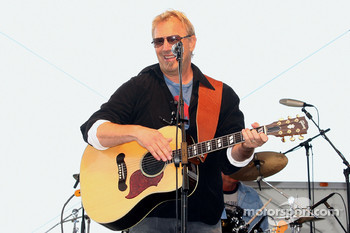 Actor/singer Kevin Costner sings