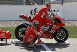 Loris Capirossi on the starting grid