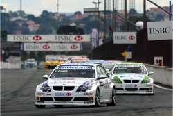 Andy Priaulx, BMW Team UK, BMW 320si WTCC and Augusto Farfus, BMW Team Germany, BMW 320si WTCC