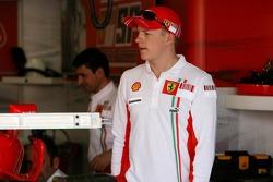 Kimi Raikkonen, Scuderia Ferrari, in the pit garage