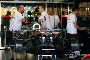 McLaren Mercedes, Pit Garage