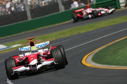 Ralf Schumacher, Toyota Racing, TF107 and Takuma Sato, Super Aguri F1, SA07