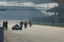 Technical problems at the car of Rubens Barrichello, Honda Racing F1 Team