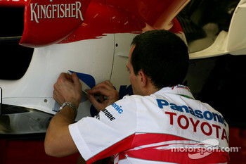 Toyota F1 Team, Sticker Technician