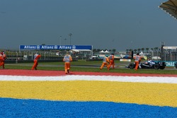 Kazuki Nakajima, Test Driver, Williams F1 Team, FW29, stopped on track